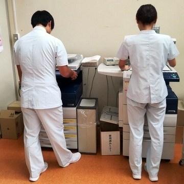秋田ゼロックスコピー室を活用する学生たちの様子